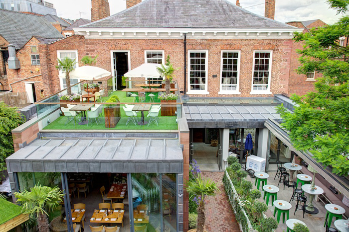 The Garden at Oddfellows in Chester Cheshire serving  : OddfellowsChester2012 L15 from www.onionring.co.uk size 700 x 467 jpeg 434kB