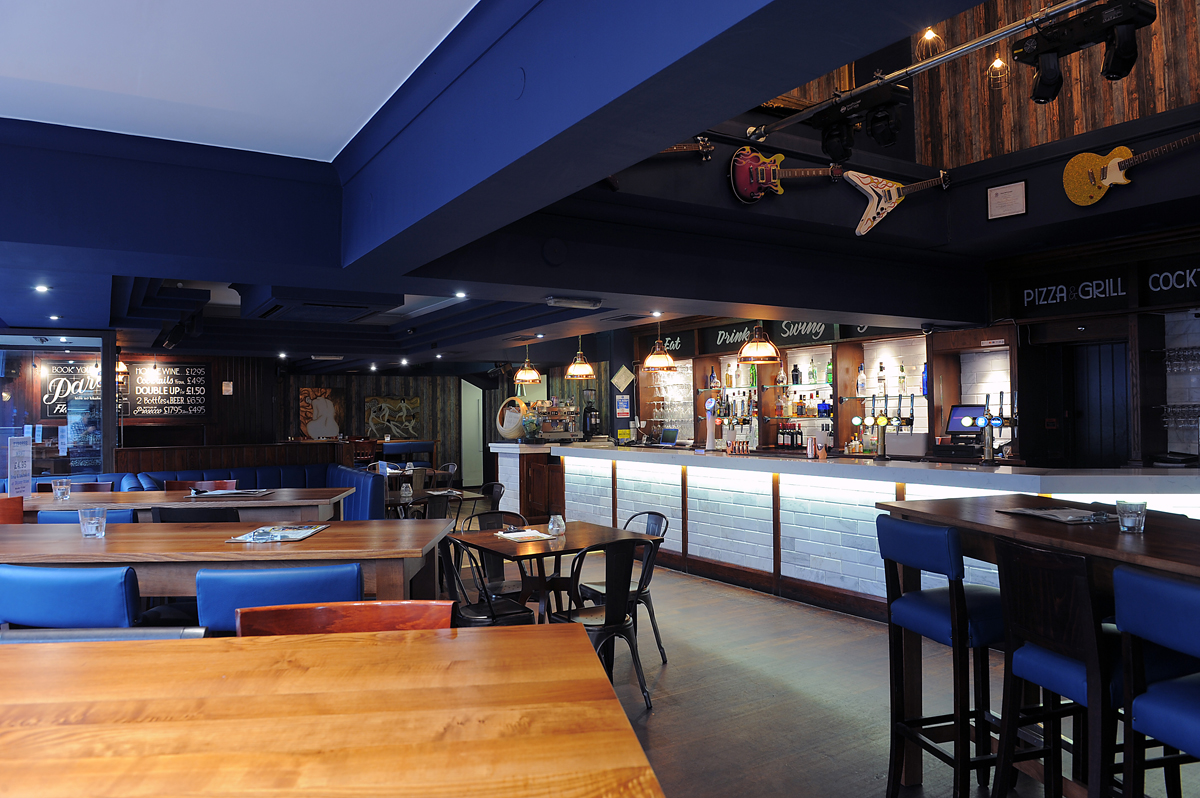 blue parrot bar and grill manchester venues venue. Black Bedroom Furniture Sets. Home Design Ideas